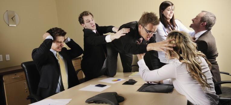 Em conflito com colegas de trabalho? Saiba como agir!