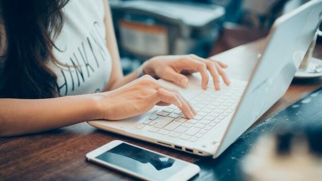 Treine sua redação e faça cursos online para conseguir a aprovação em concursos públicos em 2018