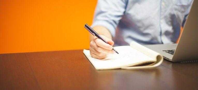 Curso online com certificado: melhore o currículo sem outra faculdade!