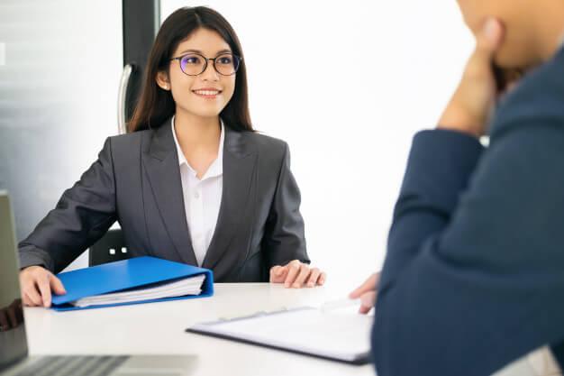 profissional em uma entrevista de emprego