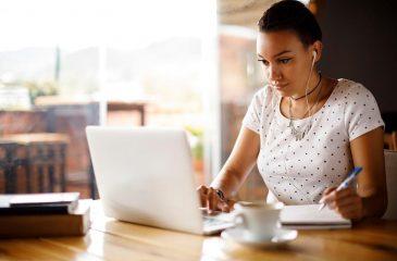 Cursos para ganhar dinheiro: fique por dentro e aumente sua renda