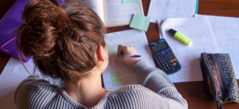 Estudar em casa: aprenda qual o melhor lugar para ajudar na concentração