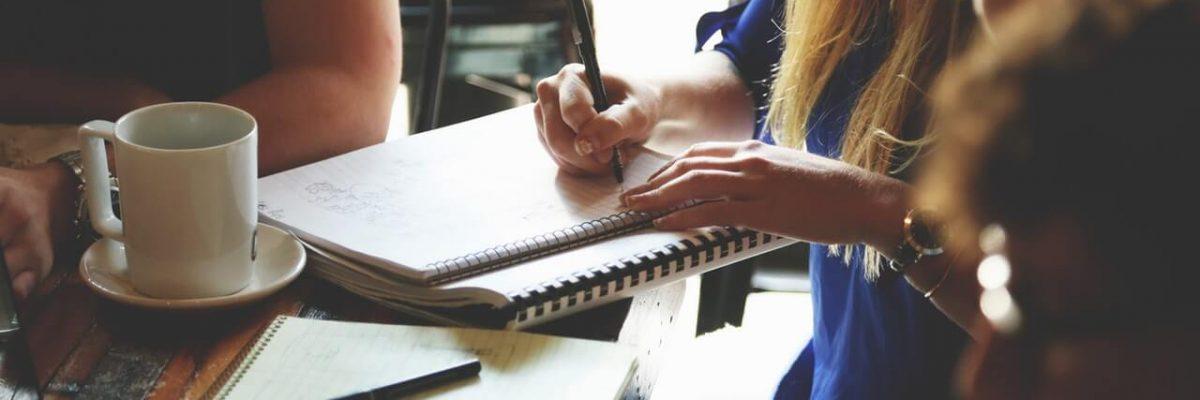 Adultos e a dificuldade na alfabetização, saiba como auxiliar quem está nesse processo