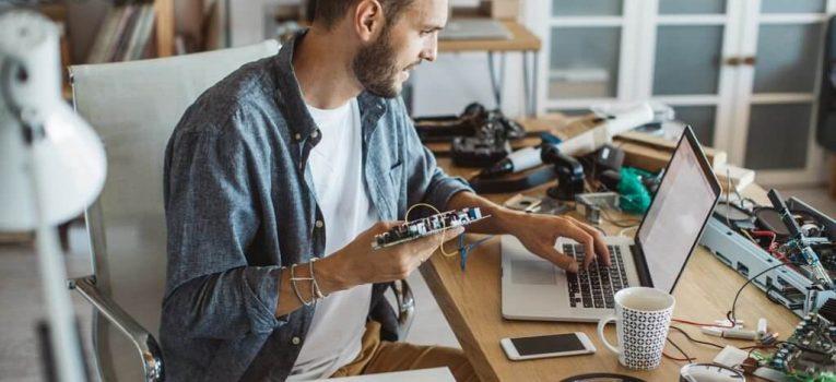 Saiba como ganhar dinheiro com montagem e manutenção de computadores