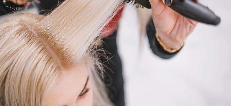 Faça uma renda extra com cursos de beleza online neste fim de ano