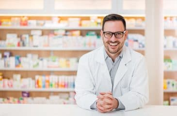 Como se tornar balconista de farmácia e as habilidades desse profissional