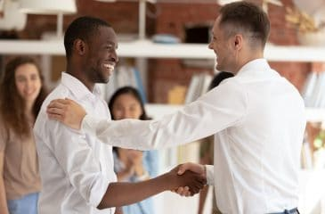 Cursos para melhorar o currículo e atingir a recolocação profissional em tempos de crise
