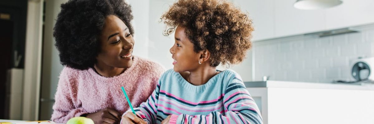 A participação dos pais no ensino dos filhos e como ajudar as crianças nos estudos