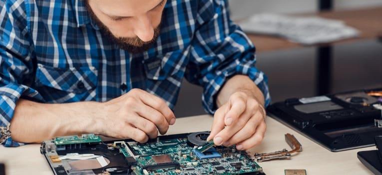 Montagem e manutenção de computadores como fonte de renda